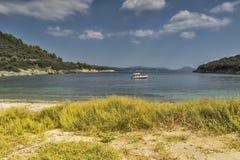 Chmurny krajobraz w Vathi plaży, Chalkidiki, Sithonia, Środkowy Macedonia Obrazy Royalty Free