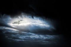 Chmurny księżyc w pełni obrazy stock