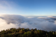 Chmurny niebo nad górami, (Doi Luang Chiang Dao, Chiang Mai, Tajlandia) Obrazy Royalty Free