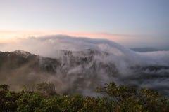 Chmurny niebo nad górami, (Doi Luang Chiang Dao, Chiang Mai, Tajlandia) Zdjęcia Royalty Free