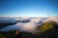 Chmurny niebo nad górami, (Doi Luang Chiang Dao, Chiang Mai, Tajlandia) Zdjęcie Royalty Free
