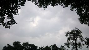 Chmurny niebo patrzeje bardzo pięknym zdjęcia stock
