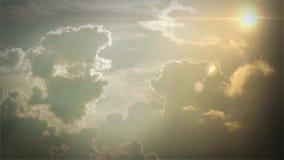 Chmurny niebo, słońce I Latający ptaki, zbiory wideo