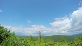 Chmurny niebo w górach