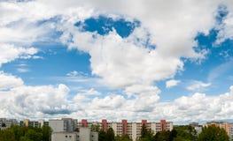 Chmurny niebo w Monachium, Neuperlach - Fotografia Stock