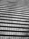 Chmurny odbicie na budynku Fotografia Stock