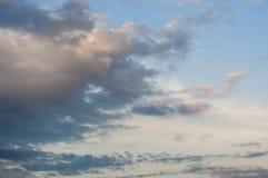 Chmurny późnego popołudnia niebo Fotografia Royalty Free