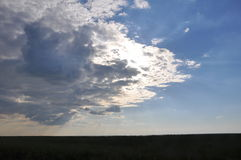 chmurny śródpolny niebo Obrazy Royalty Free