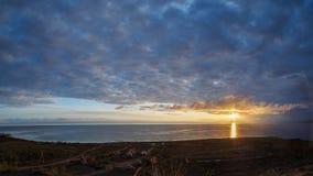 Chmurny wschód słońca nad halnym jeziornym Issyk-Kul jurty obozem na Zdjęcia Stock