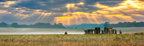 Chmurny wschód słońca nad Stonehenge Fotografia Stock