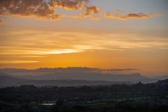 Chmurny złoty zmierzch nad Howick, Południowa Afryka fotografia stock