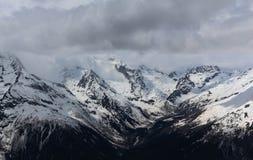 chmury caucasus kształtują obszar gór górskich shurovky ushba nieba Zdjęcie Stock