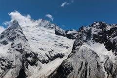 chmury caucasus kształtują obszar gór górskich shurovky ushba nieba Fotografia Stock