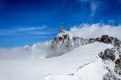 Chmury dosięgają szczyt Zdjęcie Stock