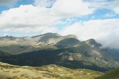Chmury Dotyka szczyty górskich Zdjęcie Stock