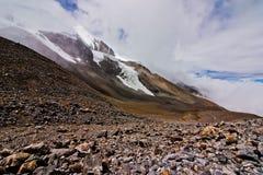 Chmury i śnieżne góry Obraz Royalty Free