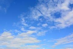 Chmury i cudowny niebo Zdjęcia Royalty Free