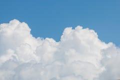 Chmury I Jasny niebieskie niebo Obrazy Royalty Free