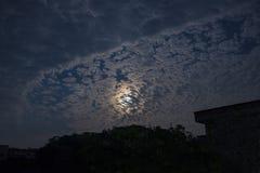 Chmury i miesiące zdjęcia stock