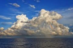 Chmury i tęcza Zdjęcia Stock