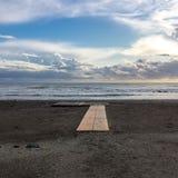 Chmury na błękitnym morzu przy półmrokiem Zdjęcia Stock