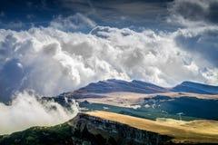 Chmury na Bucegi górach, Carpathians, Rumunia Zdjęcia Stock