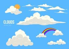Chmury na niebieskie niebo wektorze ustawiającym odizolowywającym kreskówki cloudscape z różnymi typ, słońcem i tęczą, royalty ilustracja