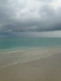 Chmury na ocean linii horyzontu podczas deszczu przy południe plażą, Miami Fotografia Stock