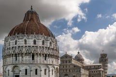 Chmury na piazza dei Miracoli, Pisa, Tuscany, Włochy Zdjęcie Stock