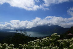 Chmury nad aktywny wulkan Obrazy Royalty Free