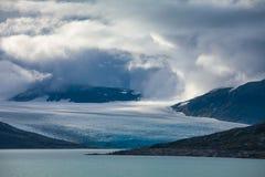 Chmury nad Austdalsbreen lodowa Jostedalsbreen parka narodowego Sogn og Fjordane Norwegia Scandinavia zdjęcie royalty free