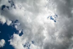 Chmury nad Drakensberge przy Mkhomazi pustkowia terenem Obrazy Royalty Free