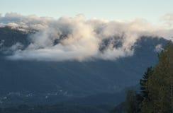 Chmury nad góra Zdjęcia Royalty Free