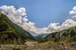Chmury nad górami Azerbejdżan Gakh Obrazy Stock