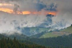 Chmury nad halną doliną Zdjęcia Royalty Free