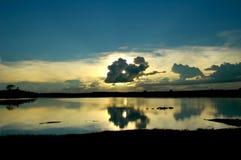 chmury nad jezioro Zdjęcia Royalty Free