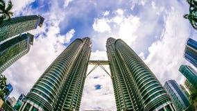 Chmury nad Petronas górują w Kuala Lumpur Fotografia Stock