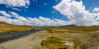 chmury nad rzeką zdjęcia royalty free