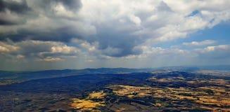 Chmury nad ziemią zdjęcie stock