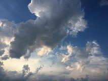 Chmury, nieba błękita tło obłoczny błękit niebo fotografia stock