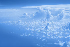 Chmury odgórny widok od okno samolotowy latanie w chmurach Zdjęcie Stock