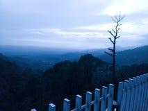 Chmury, ogród, Krajobrazowy widok przy wieczór w Landsdowne fotografia stock