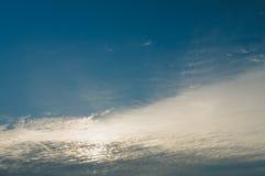Chmury pierzastej i cirrocumulus chmury zakrywa Fotografia Stock