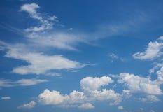 Chmury pierzastej i cumulusu chmury Zdjęcia Stock