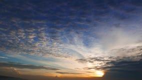 Chmury przy wschodem słońca 01 zbiory wideo