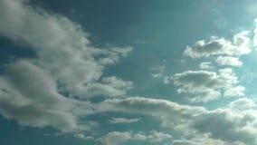 Chmury Rusza się W Błękitny Czysty nieba time lapse zdjęcie wideo