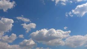 Chmury Rusza si? W B??kitny Czysty nieba time lapse zbiory