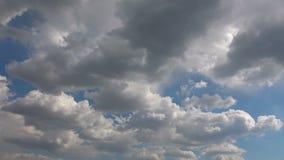Chmury Rusza si? W B??kitny Czysty nieba time lapse zdjęcie wideo