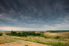 chmury siwieją rozciąganie drogowego wiejskiego rozciąganie Zdjęcia Stock
