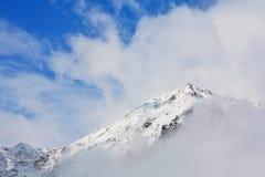 chmury szczyt góry Obraz Royalty Free